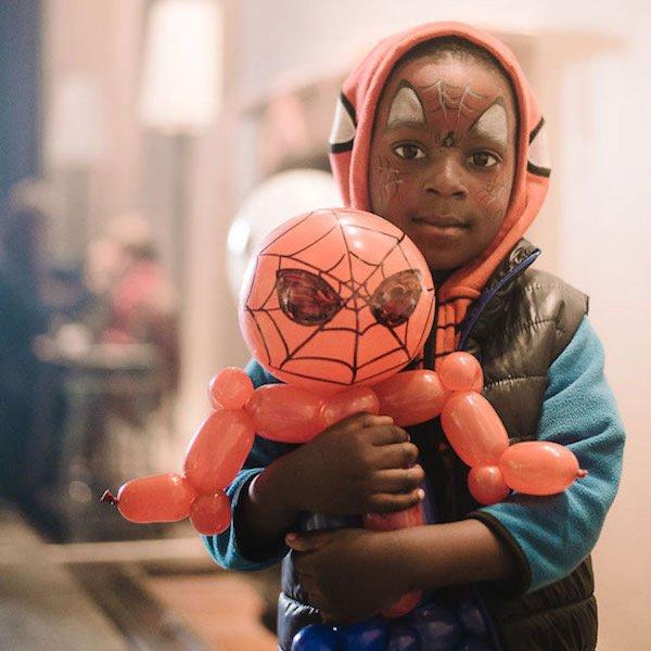 Spiderman Balloon Artist London Bazinga Parties